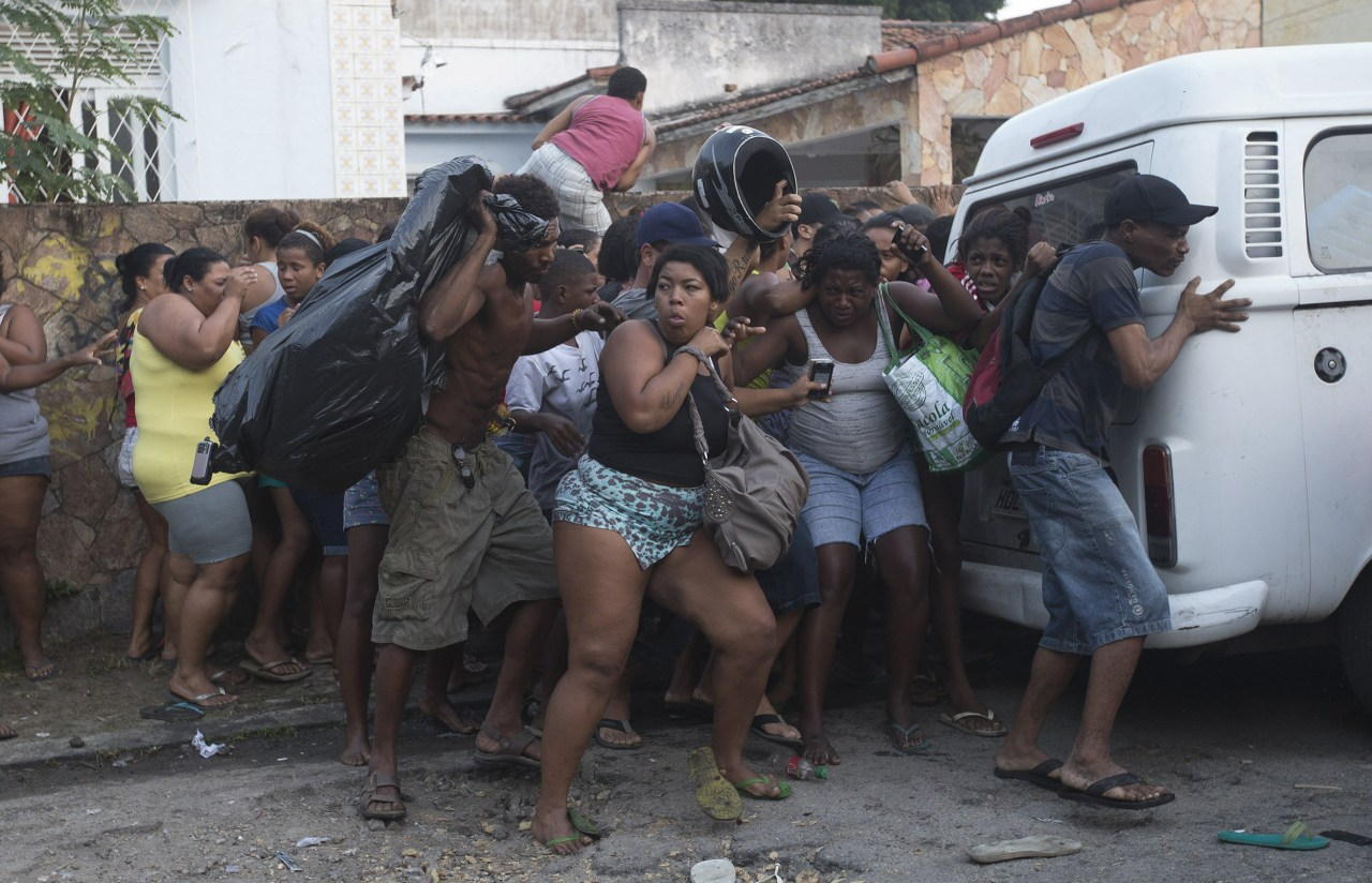 [Image: ss-140411-rio-slum-eviction-04.nbcnews-ux-1280-900.jpg]