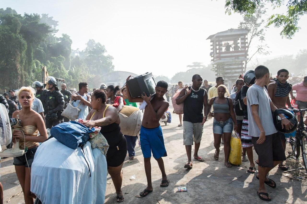 [Image: ss-140411-rio-slum-eviction-05.nbcnews-ux-1280-900.jpg]