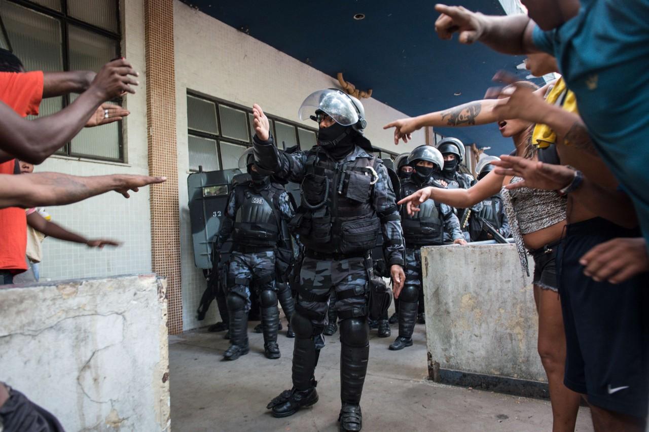 [Image: ss-140411-rio-slum-eviction-08.nbcnews-ux-1280-900.jpg]