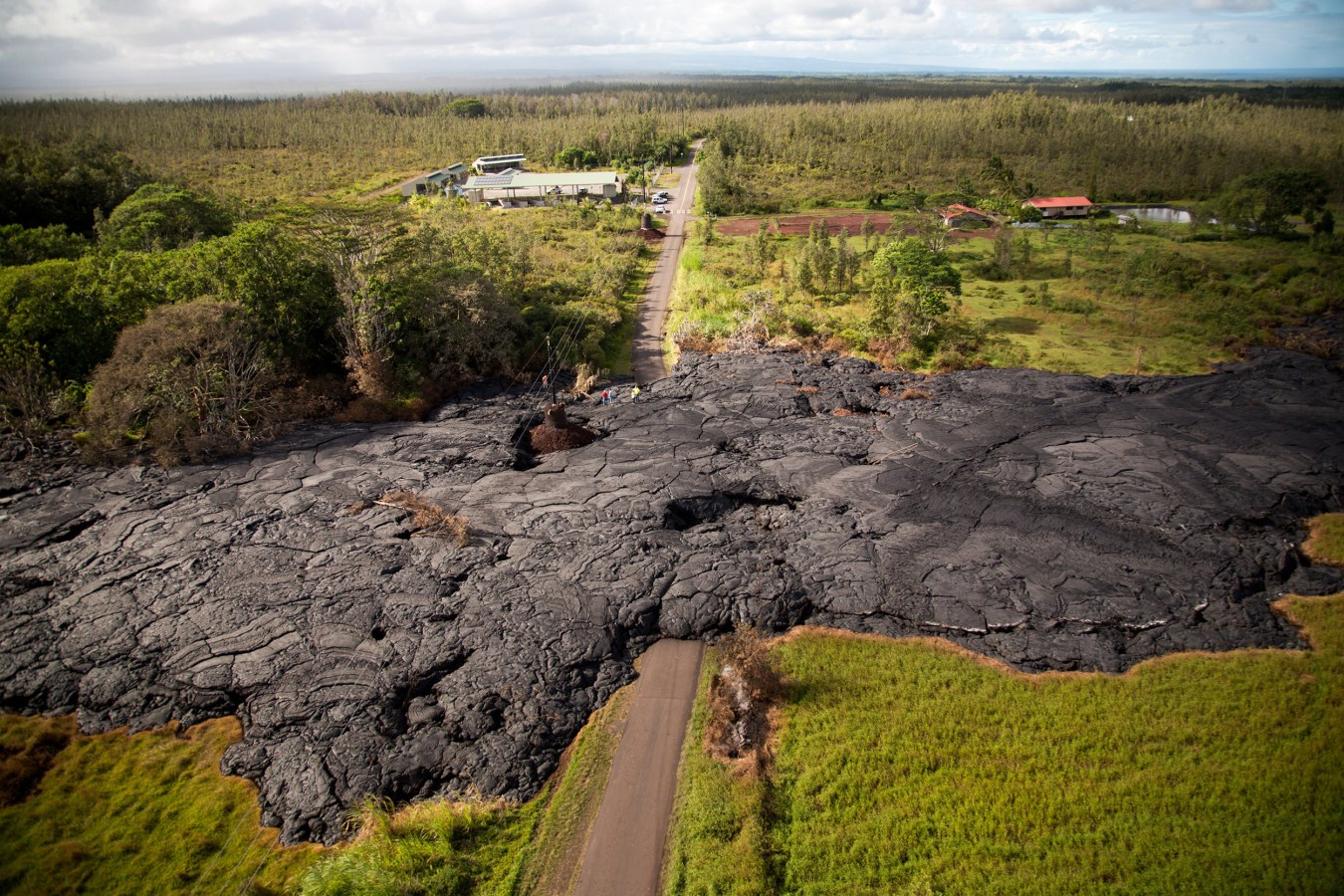 ss-141029-hawaii-lava-01.nbcnews-ux-1360
