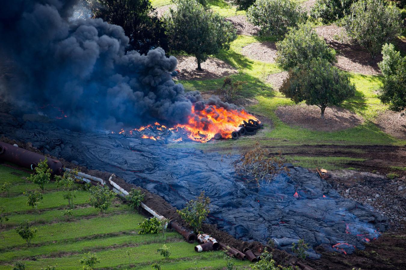 ss-141029-hawaii-lava-04.nbcnews-ux-1360