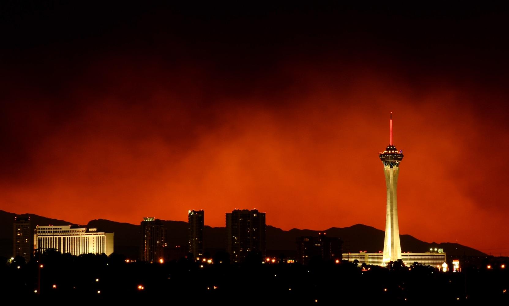 Smoke from massive wildfire billows over Las Vegas - NBC News