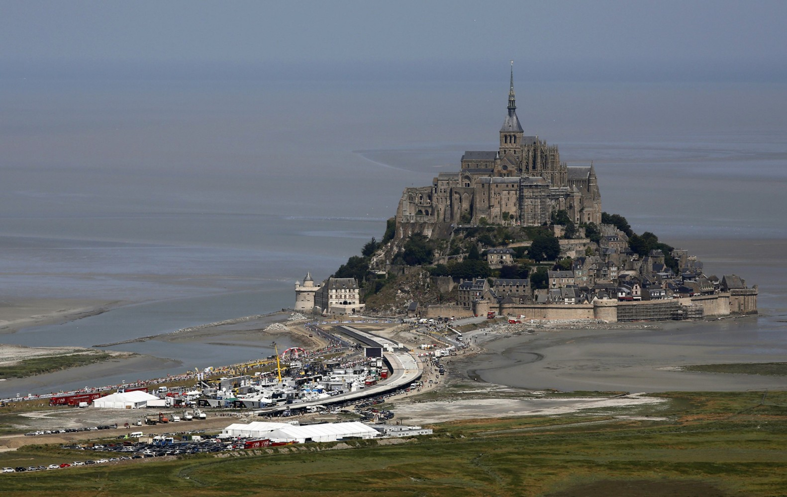 how to get to mont st michel france from paris