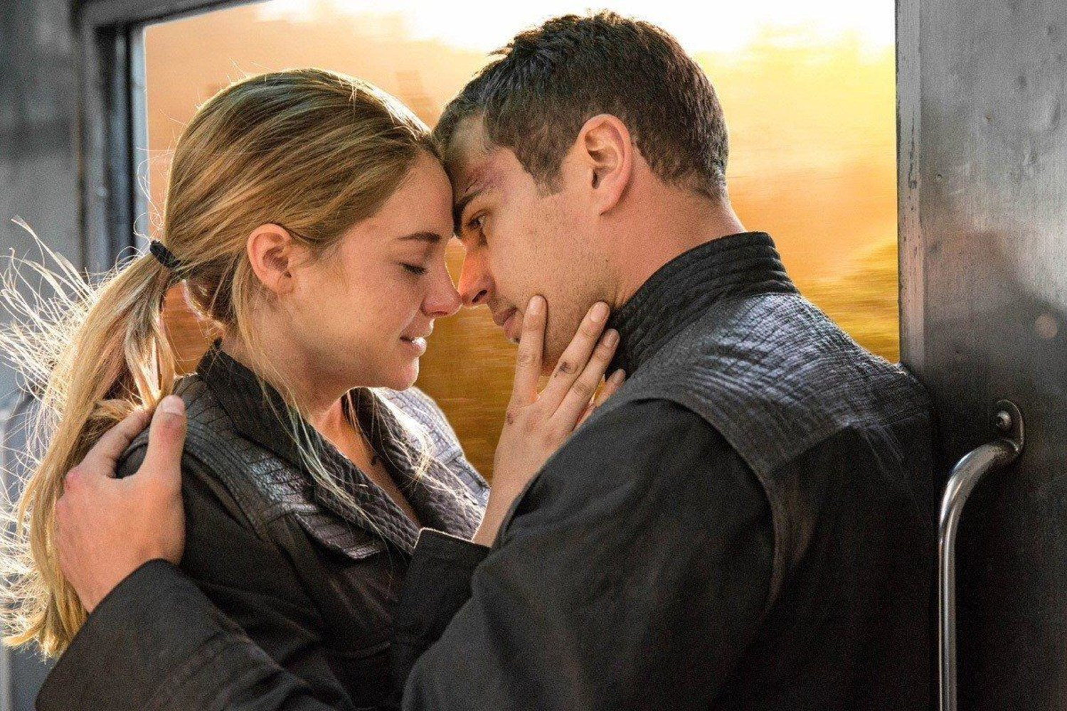 Team Dauntless? 'Divergent' Advance Ticket Sales Beating ...