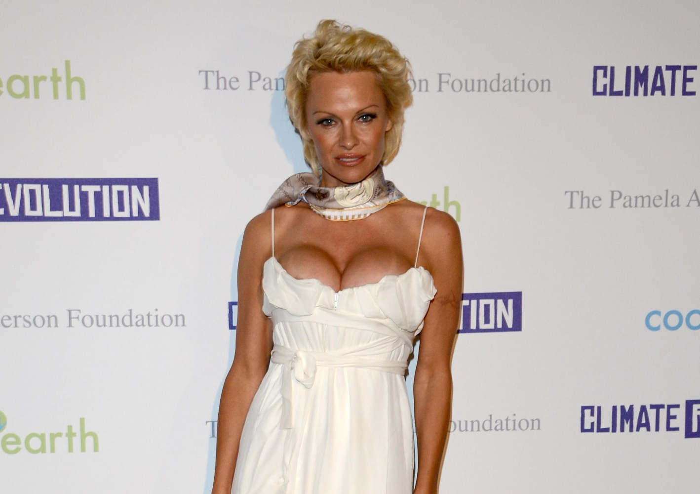 Pamela Anderson: I Was Gang Raped in High School, Abused ... памела андерсон