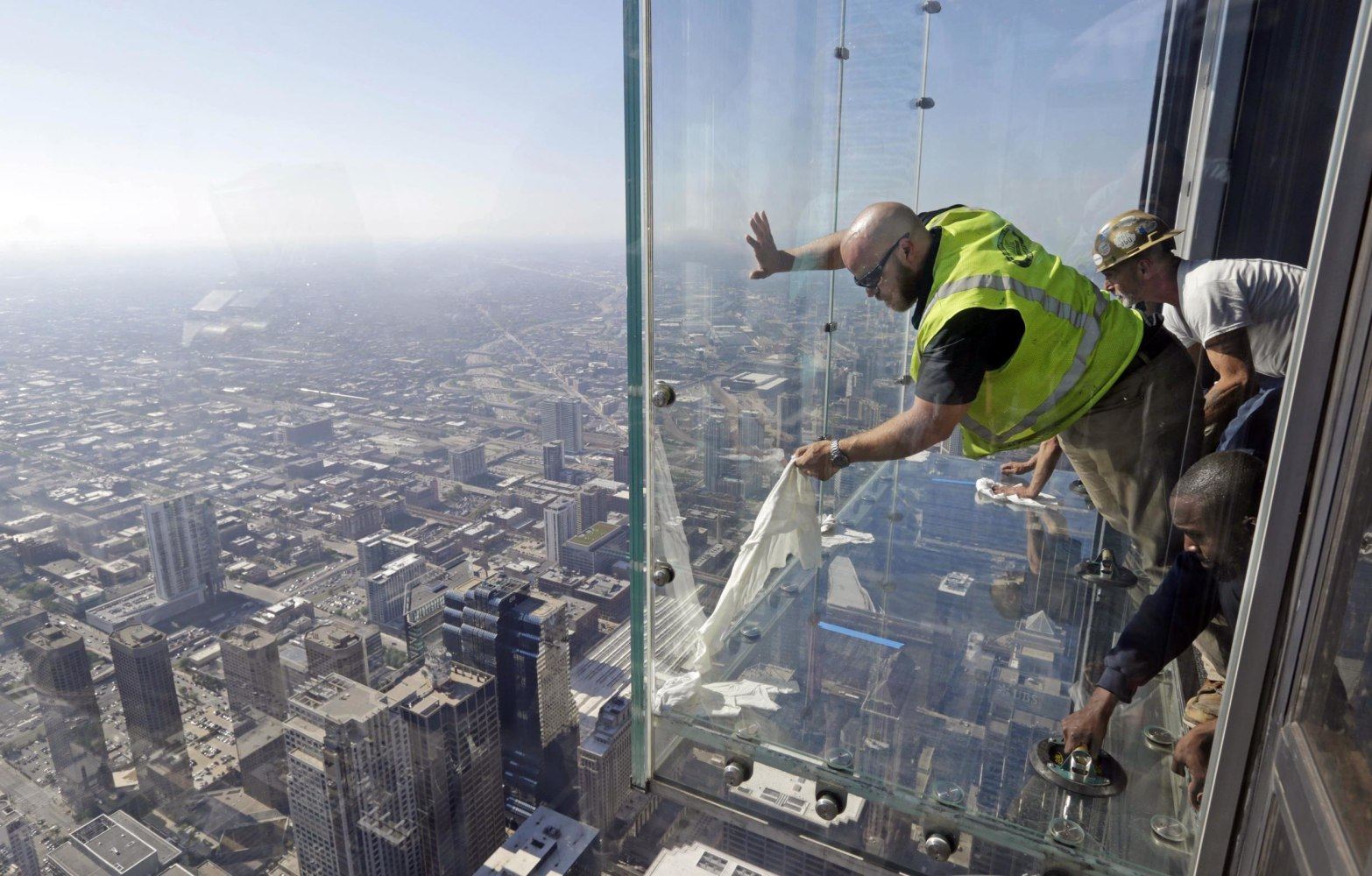 Humorous Structural Glass : Crews repair coating on skydeck s ledge after cracks