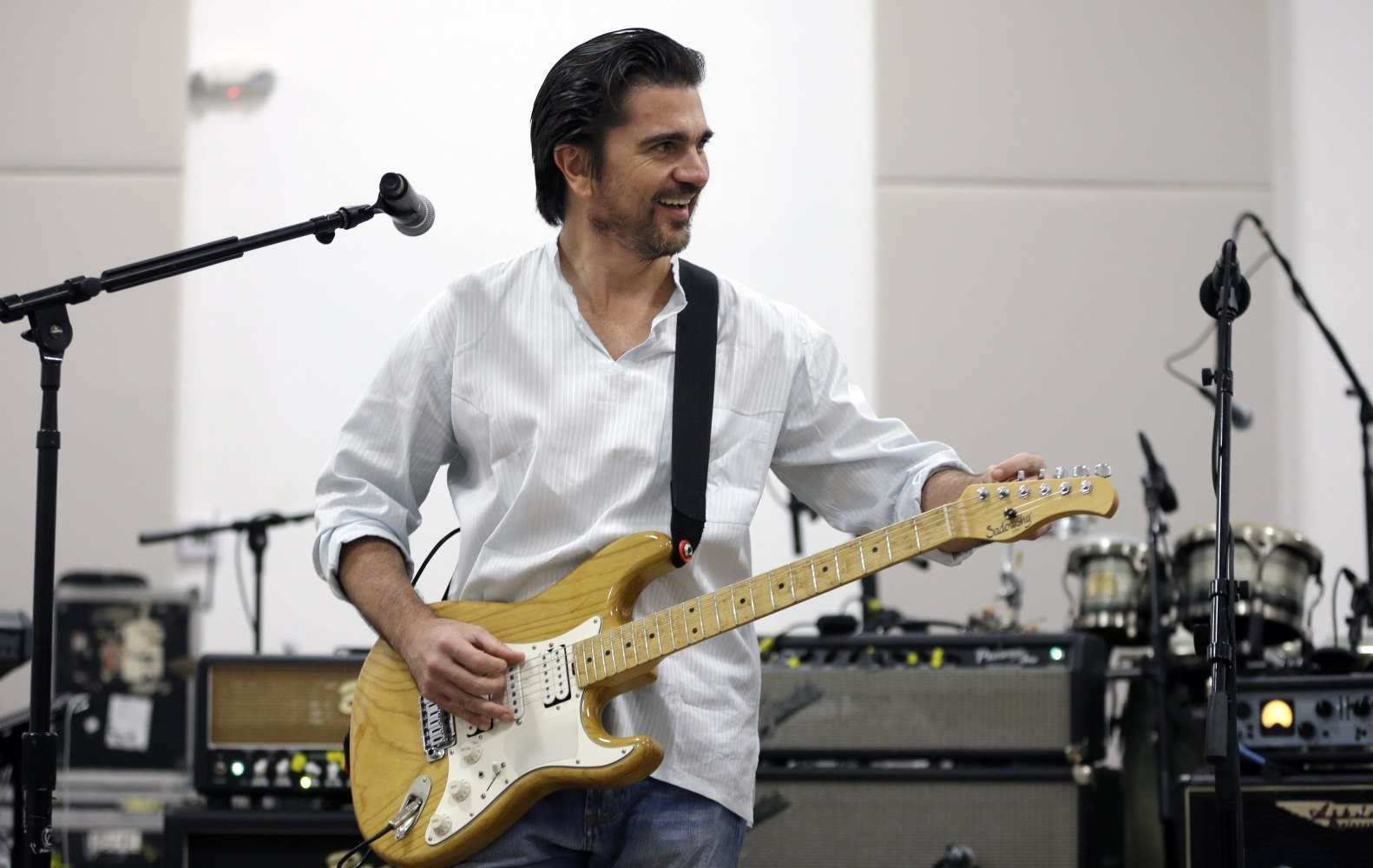 Juanes to Perform for Pope Francis During U.S. Visit