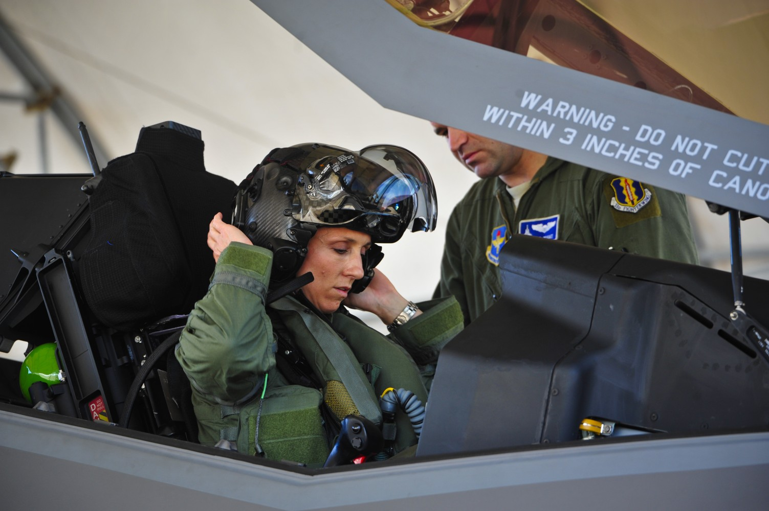 Christine Mau Becomes First U S Female Pilot To Fly F 35