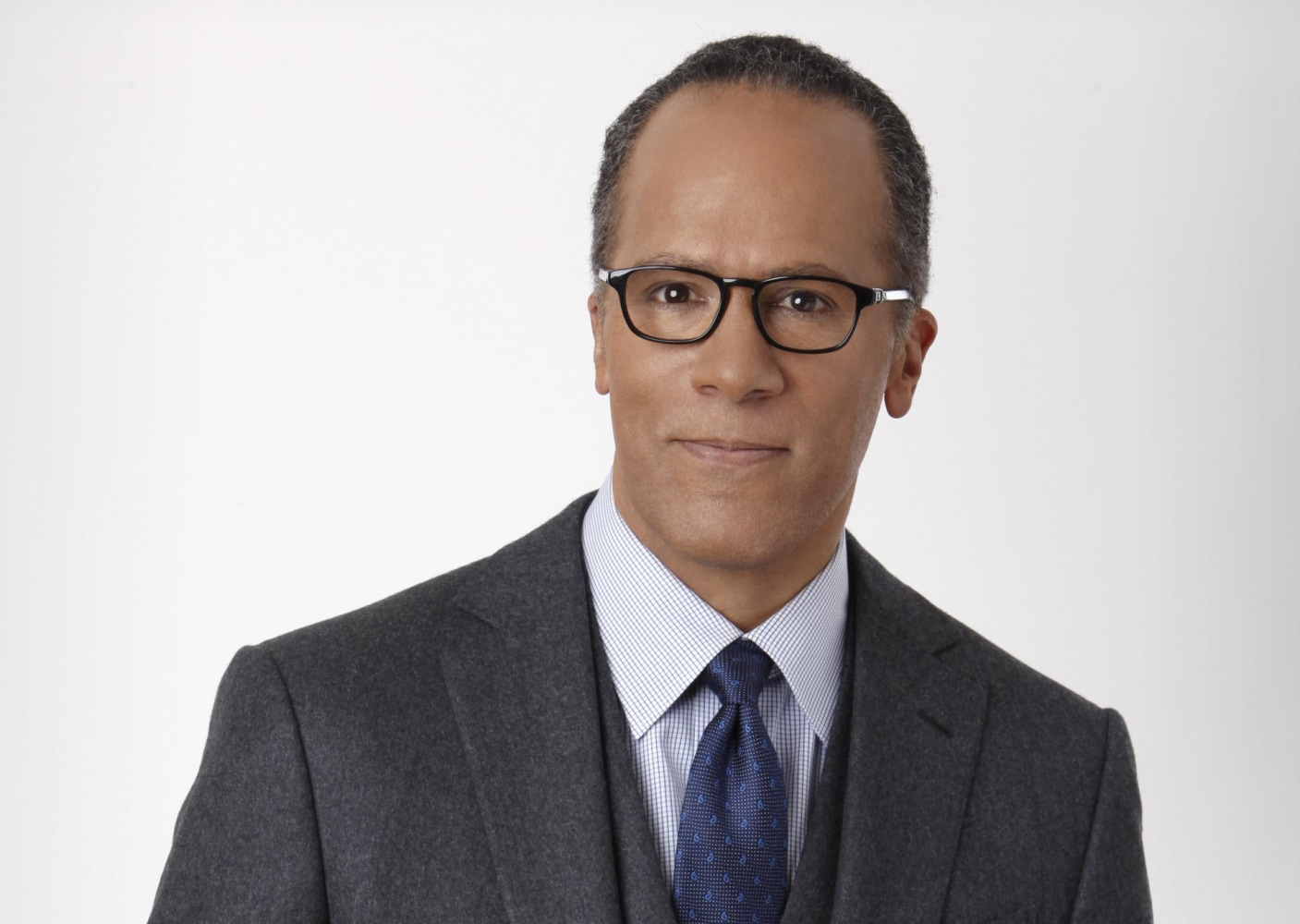 The 59-year old son of father (?) and mother(?) Lester Holt in 2018 photo. Lester Holt earned a  million dollar salary - leaving the net worth at 12 million in 2018