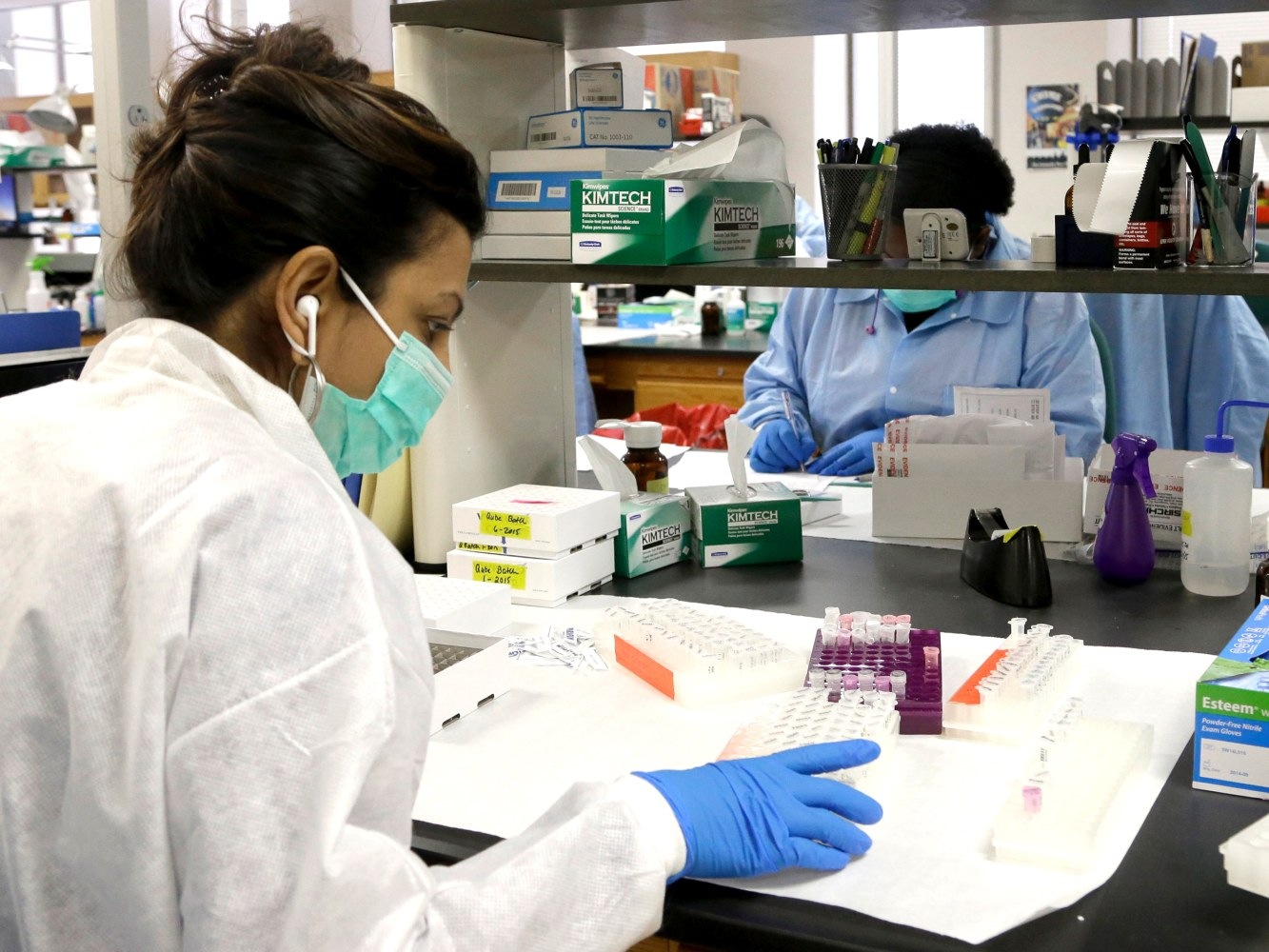 crime laboratory analysts Crime analysts are responsible for analyzing evidence, researching, performing laboratory analyses, and facilitating crime investigations by collecting items, body fluids, and fingerprints to be .