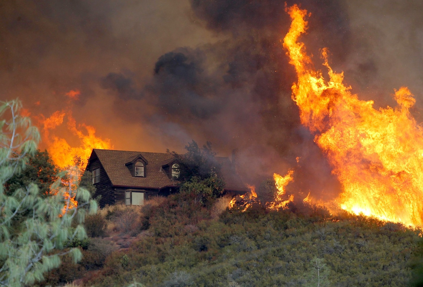 22500 California Wildfires Kill Firefighter Force Hundreds From