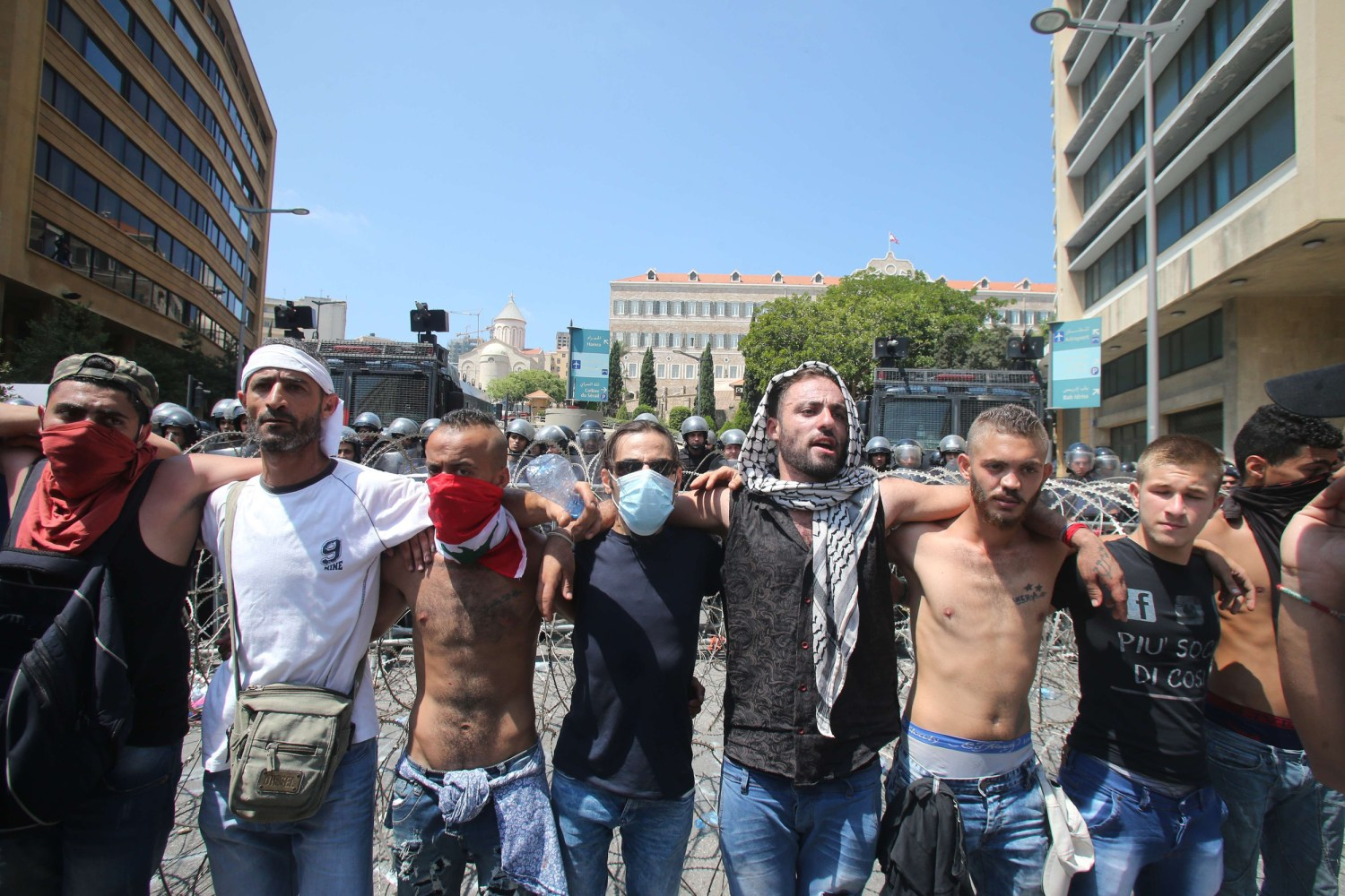 Lebanon Pm Threatens To Resign As Garbage Protesters Rally