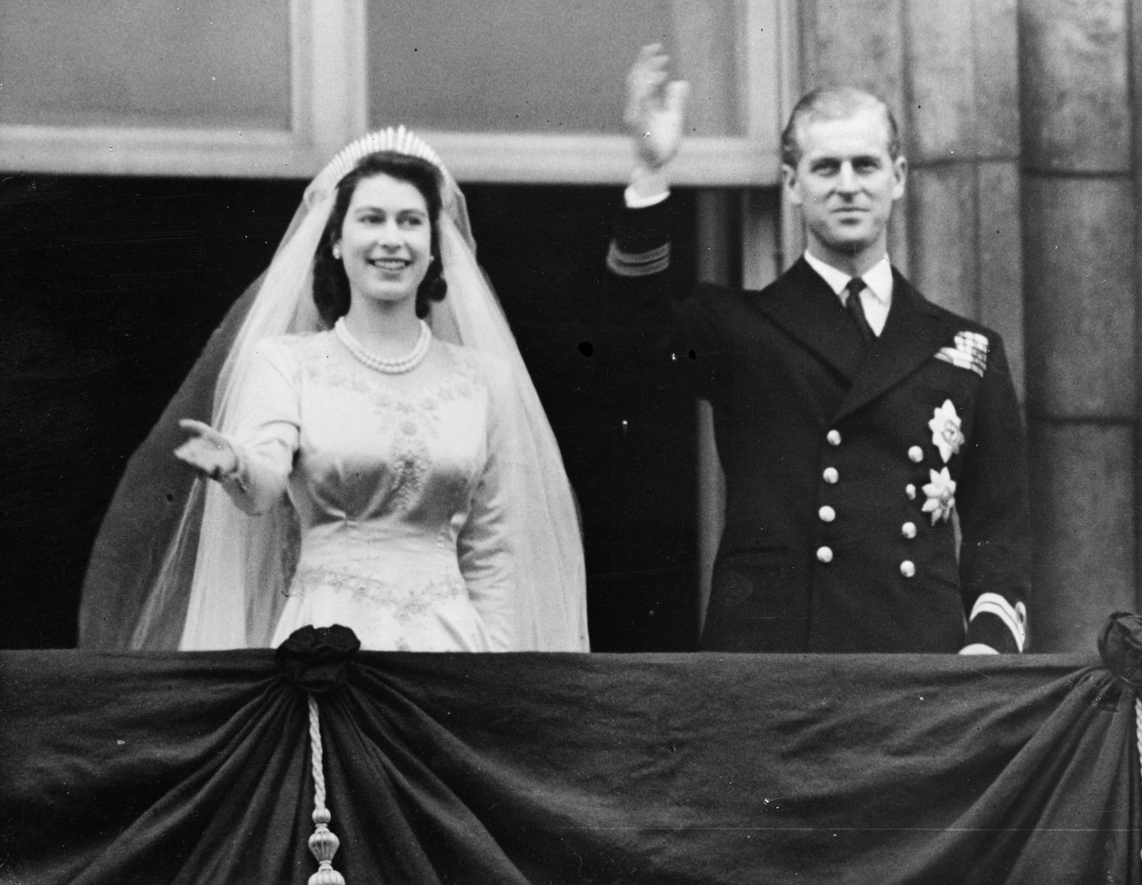Tale of two queens how does elizabeth ii stack up to for Queens wedding balcony