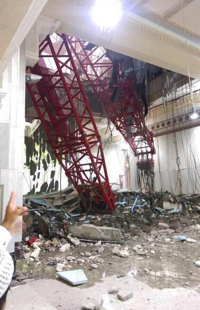 http://media3.s-nbcnews.com/j/newscms/2015_37/1218386/150911-mecca-crane-collapse-mn-1340_ea87e965ba0496953067fa98a4825a86.nbcnews-ux-2880-1000.jpg