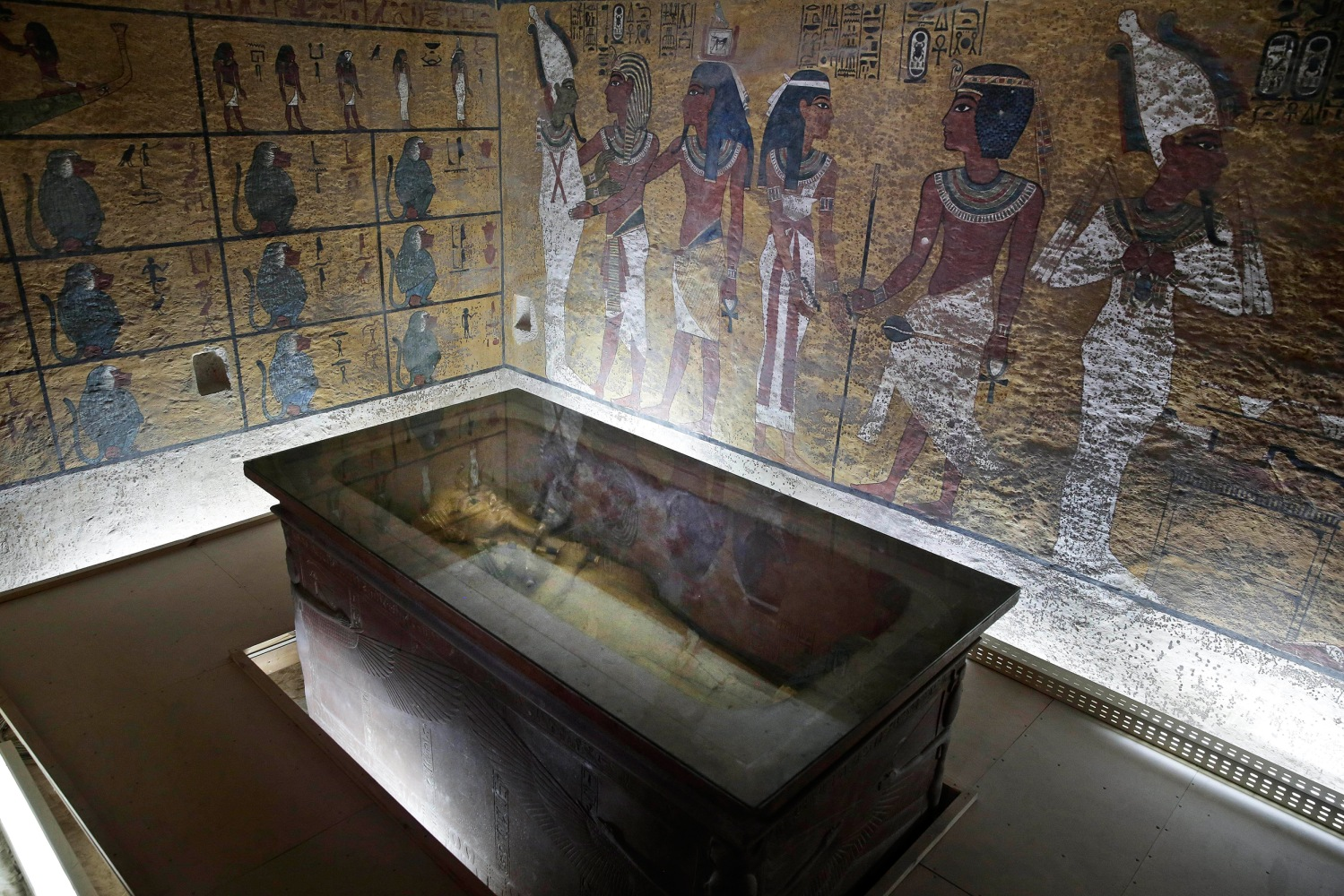 king tuts tomb The curse of king tut's tomb was certainly not so predictable in fact, it was a little bizarre casper van dien plays a archaeologist i will be very charitable and say that this character was influenced by indiana jones he has to save the world from the hell fire club and their cgi demons he enlists the aid of king tut who is trapped in.
