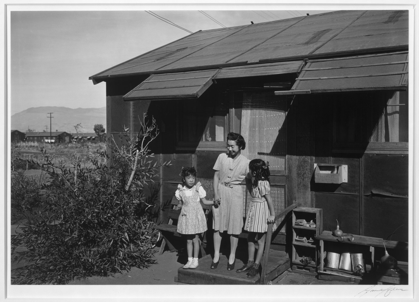 a look at the relocation centers of japanese americans 1942 1943 Japanese americans--evacuation and relocation,  in war relocation authority centers for the  a picture of what one japanese american internment camp.