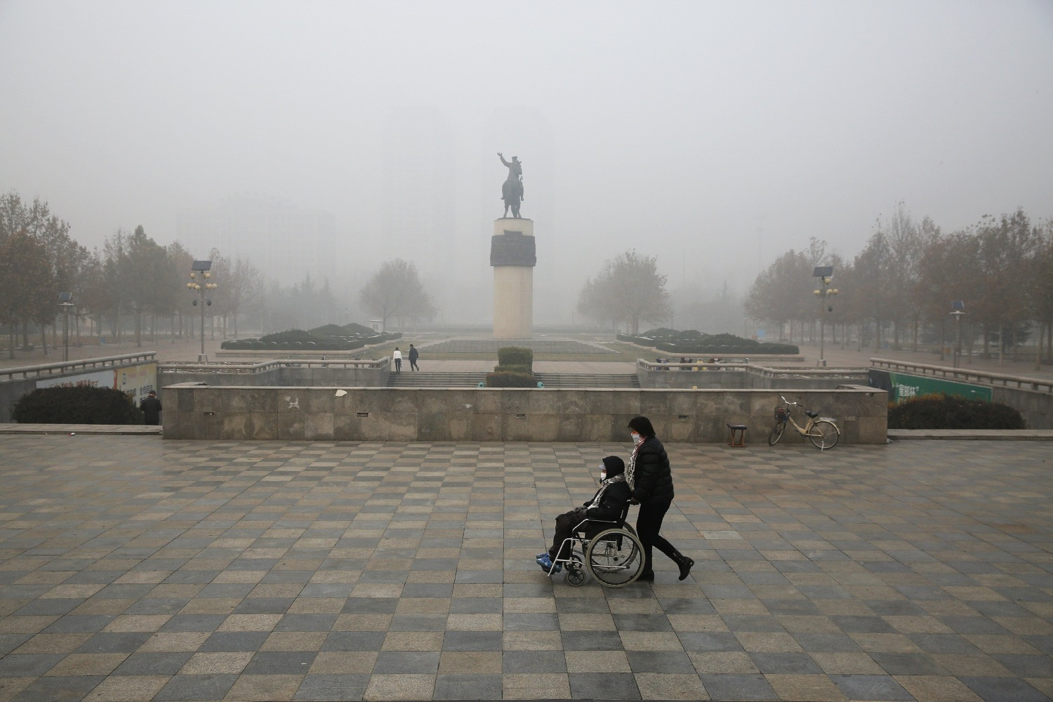 Baoding China  city pictures gallery : ... wheelchair in smoggy Baoding, China, on Monday. DAMIR SAGOLJ / Reuters