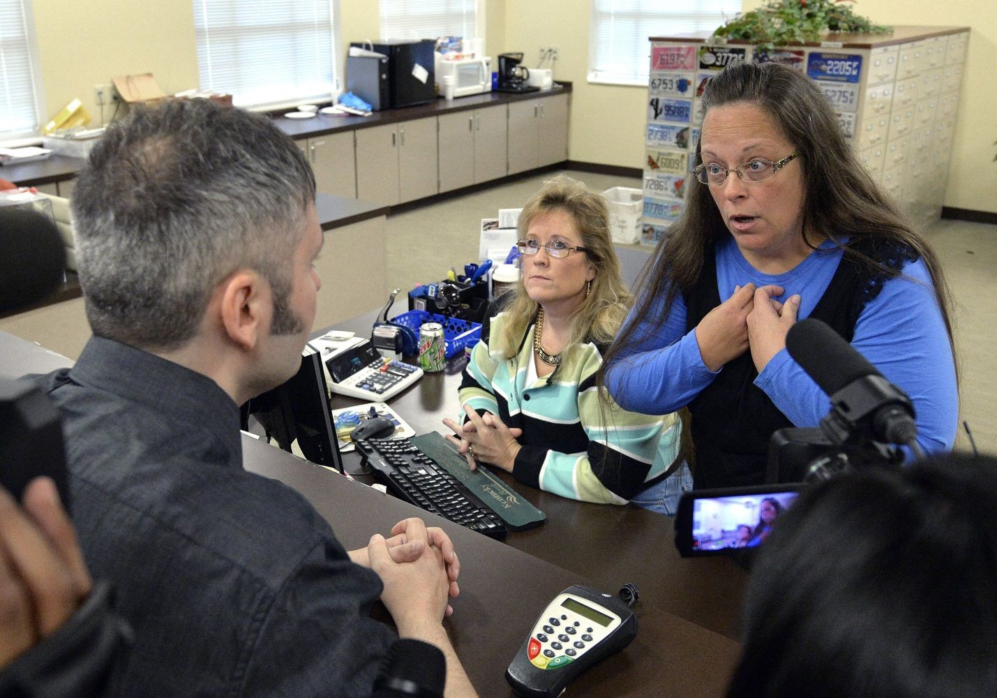 Judge awards couples who sued Kim Davis more than $200000 in fees