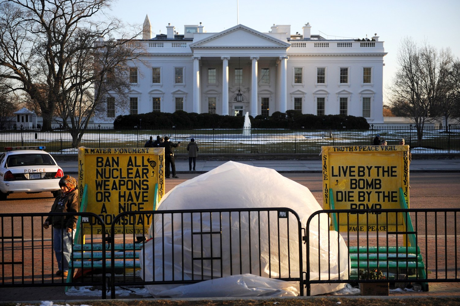 Woman who held decades long protest outside of white house for The white housse
