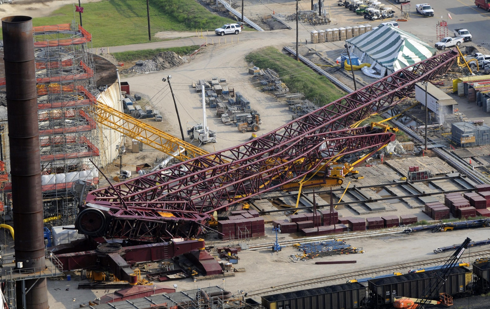 http://media4.s-nbcnews.com/j/newscms/2016_05/1405451/160205-texas-crane-collapse-1154a_f422ec31b67f577dda05ef6f4df140bf.nbcnews-ux-2880-1000.jpg