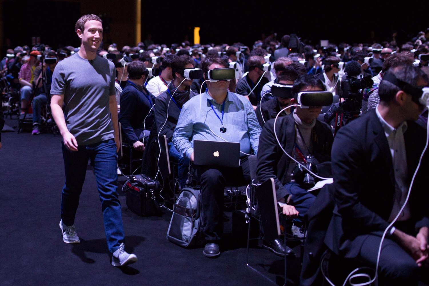 mark zuckerberg, entrance to hall, augmented reality ile ilgili görsel sonucu