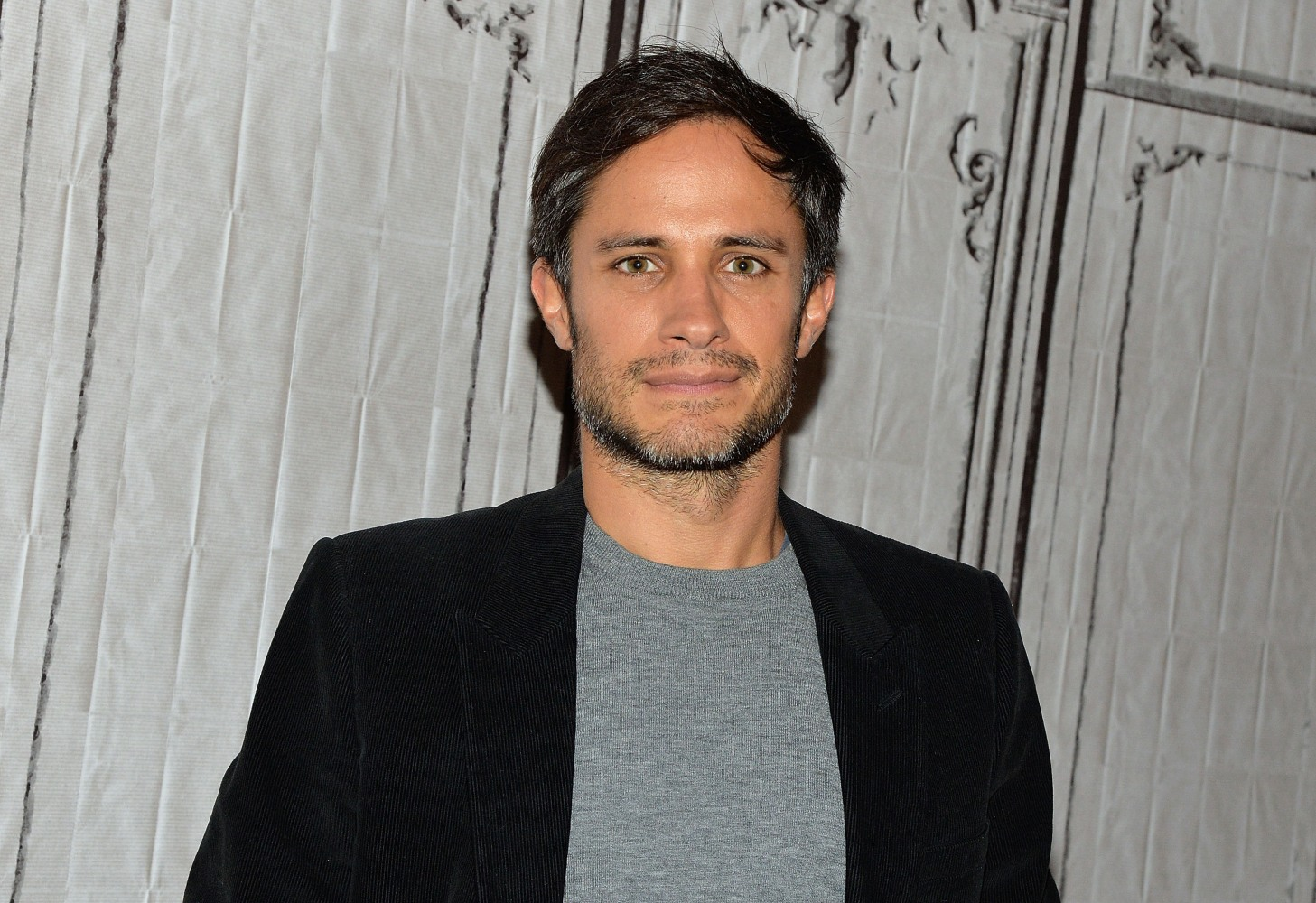 Gael García Bernal is Loving His 'Mozart in the Jungle ...