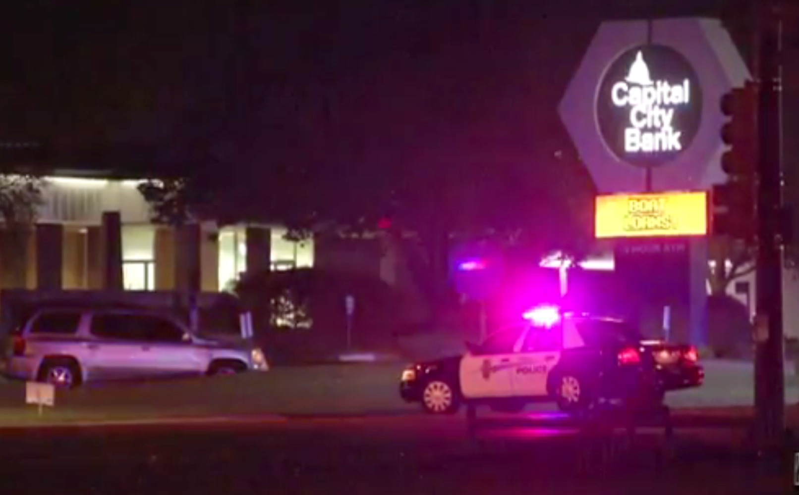 Four federal agents wounded in Kansas shootout