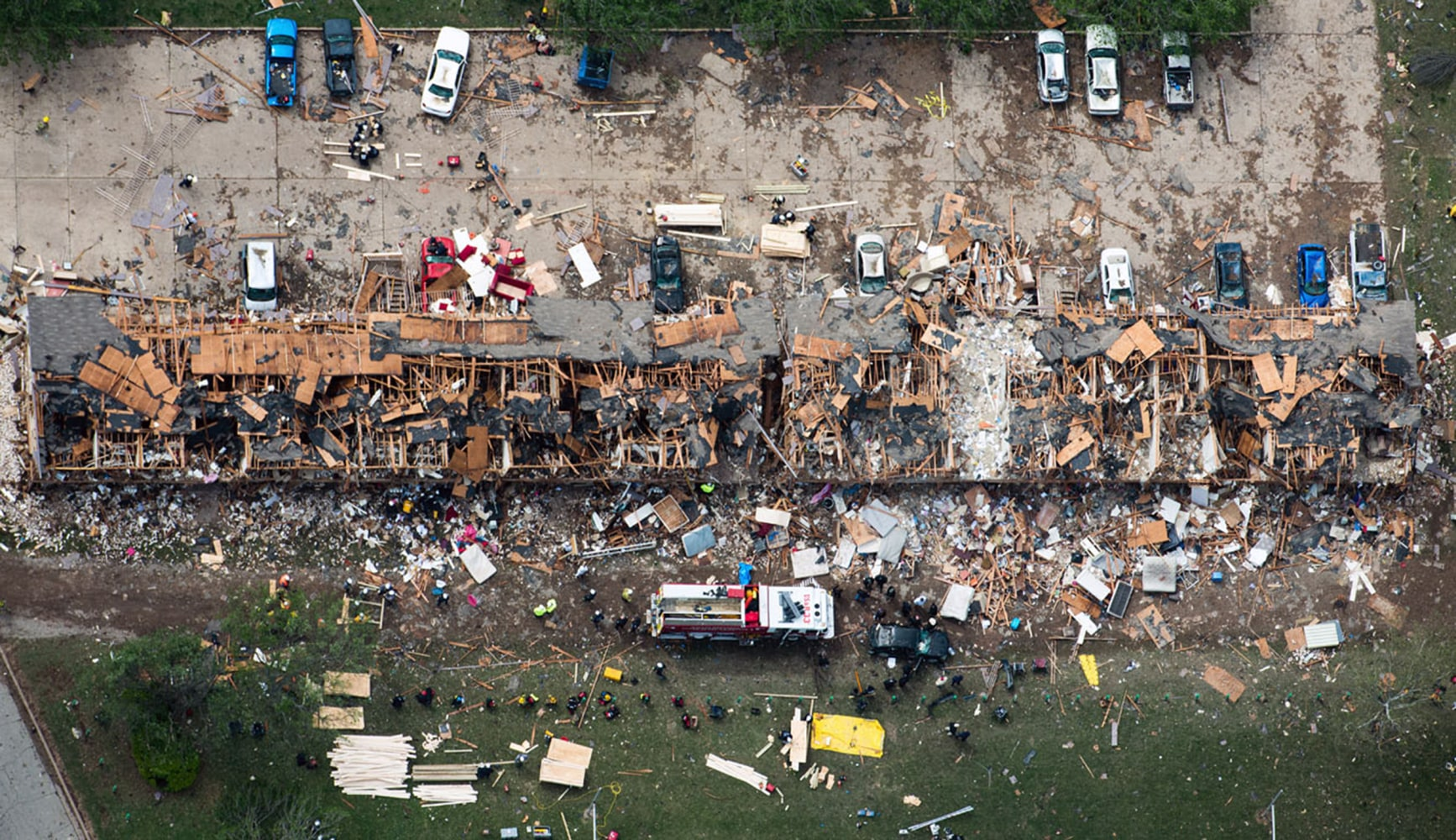 ... Rescue Personnel Search The Damage To An Apartment Complex From The  Explosion Of The West Fertilizer Plant On Thursday, April 18, 2013, In West,  Texas. Part 40