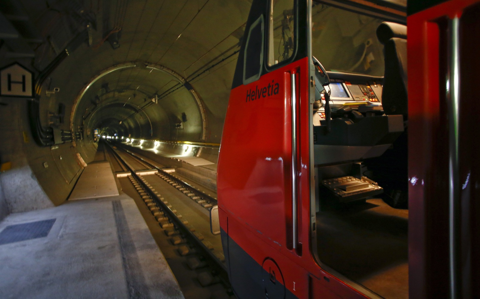 gotthard base tunnel The breakthrough at the gotthard base tunnel on march 23, 2011 in the western tunnel and on october 15, 2010 in the eastern tunnel marks the most significant milestone on the way to.