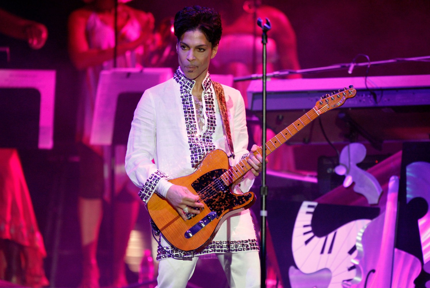 Court documents reveal Prince's battle with addiction in days before death