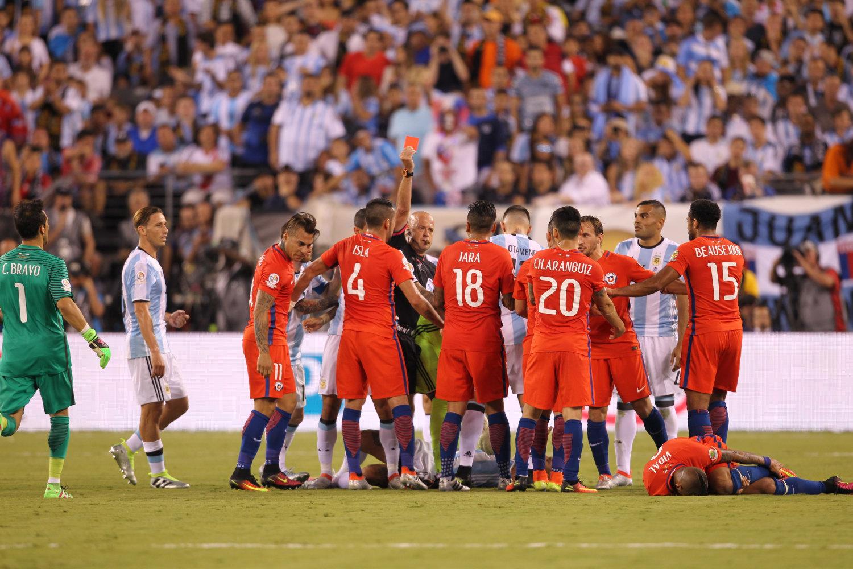 Latino Soccer Fans React to Chile's Triumph, Lionel Messi's Heartbrea...