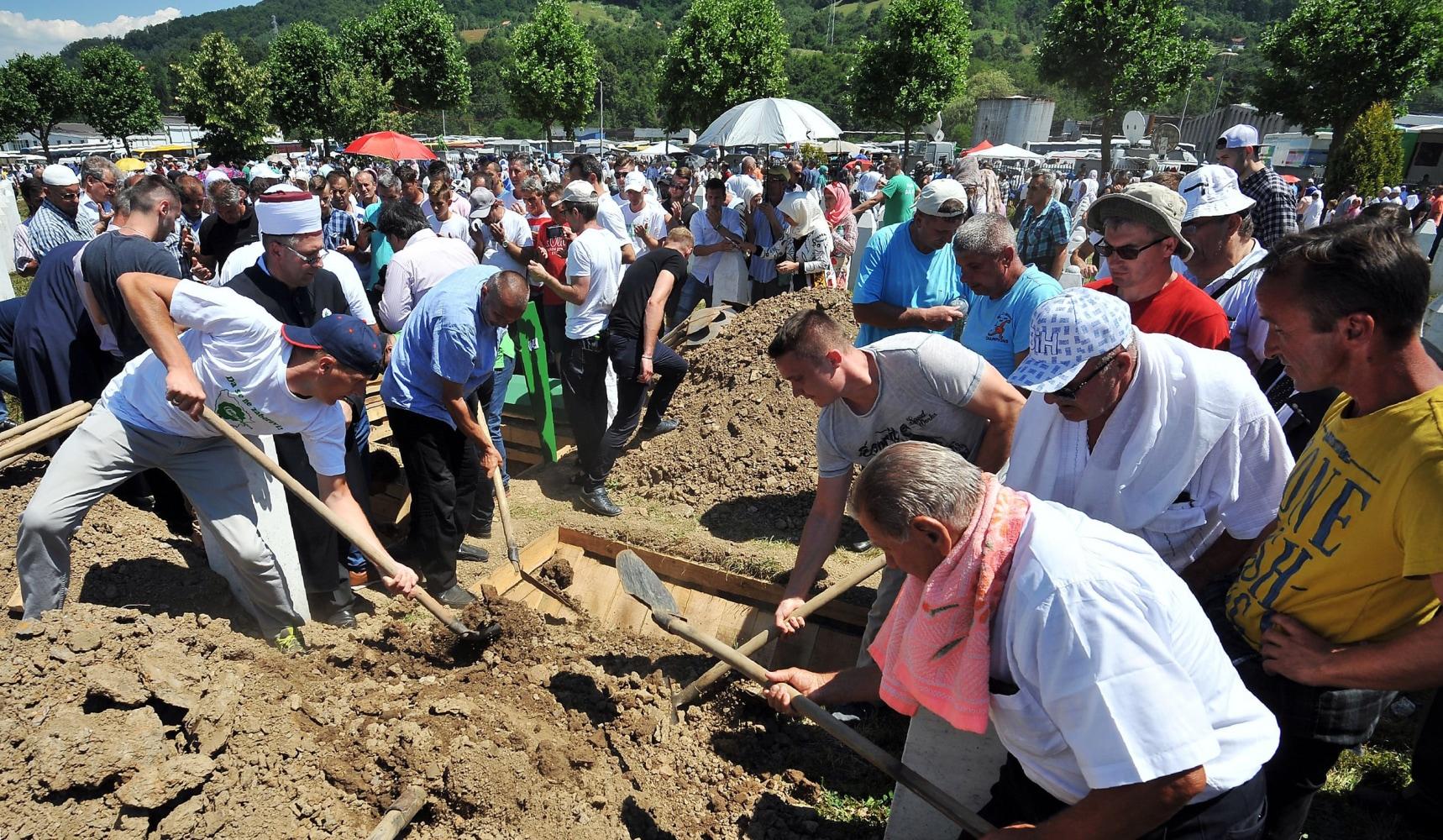 Image: Bosnian Muslims, survivors of Srebrenica 1995 massacre, bury body caskets with remains