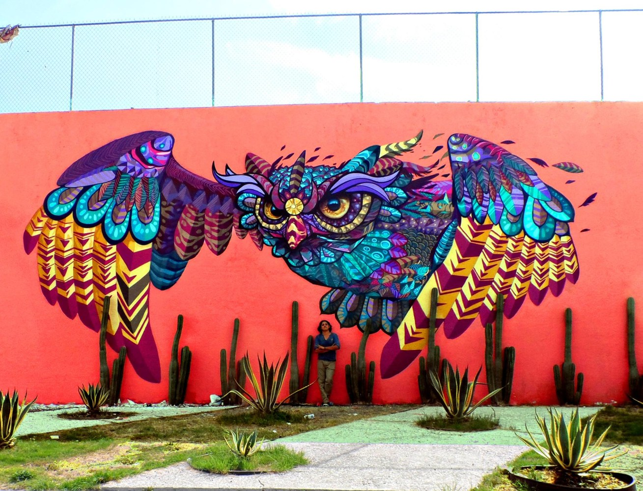 Latino muralist man one 39 s list of 8 graffiti artists to for Arte mural en mexico