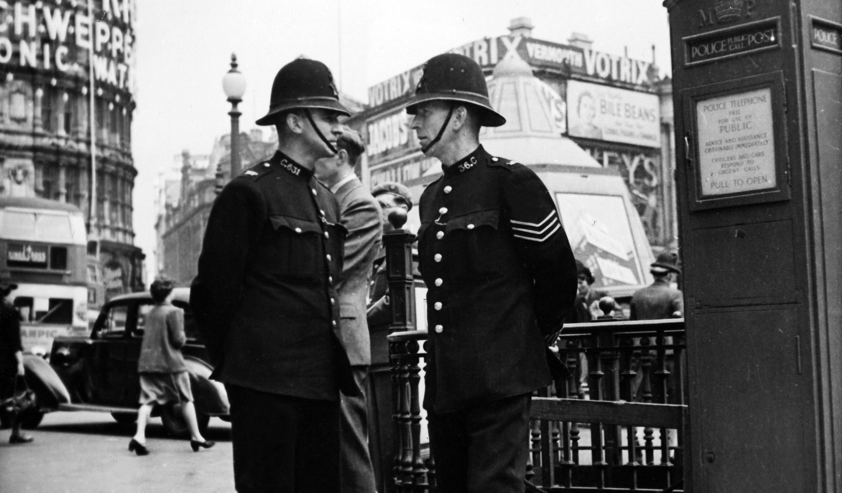 Cops Without Guns Dominate as London Awaits 'Likely ...
