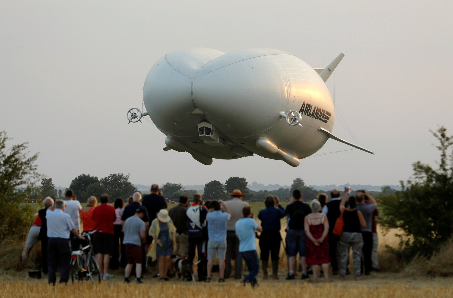Airlander 10 World S Largest Airship Dubbed Flying Bum