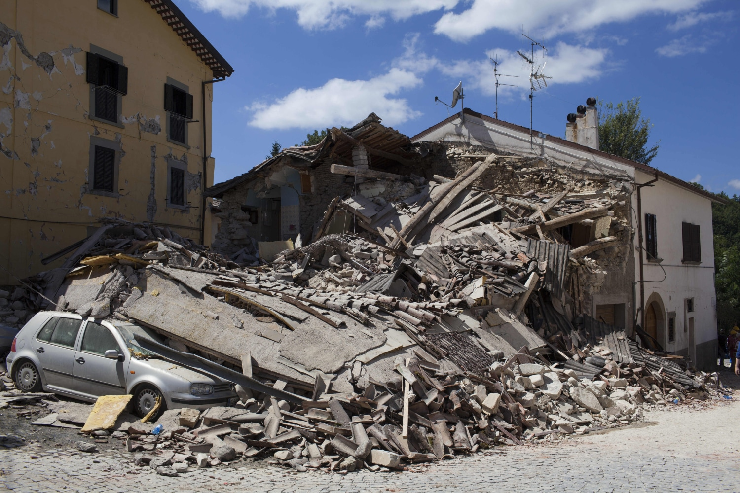 2016 Town Car >> Scenes From Italy's Earthquake: The Ancient Town of Amatrice Turned to Rubble - NBC News