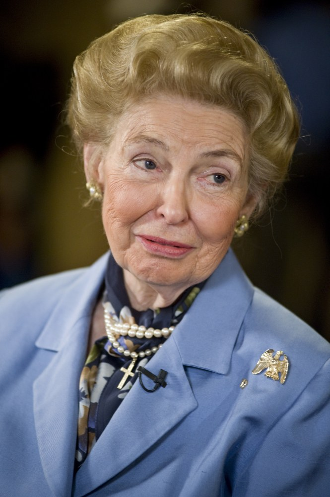 how tall is phyllis schlafly