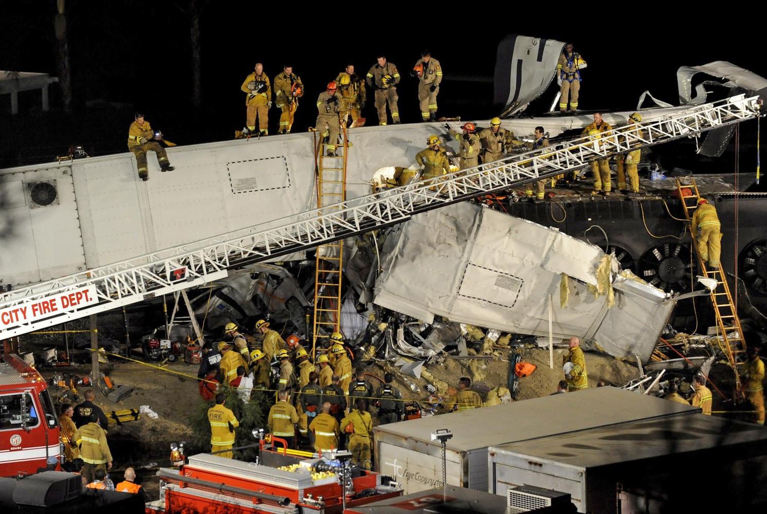 25 dead in L.A. train crash; recovery ends - SFGate  |Chatsworth Train Wreck California