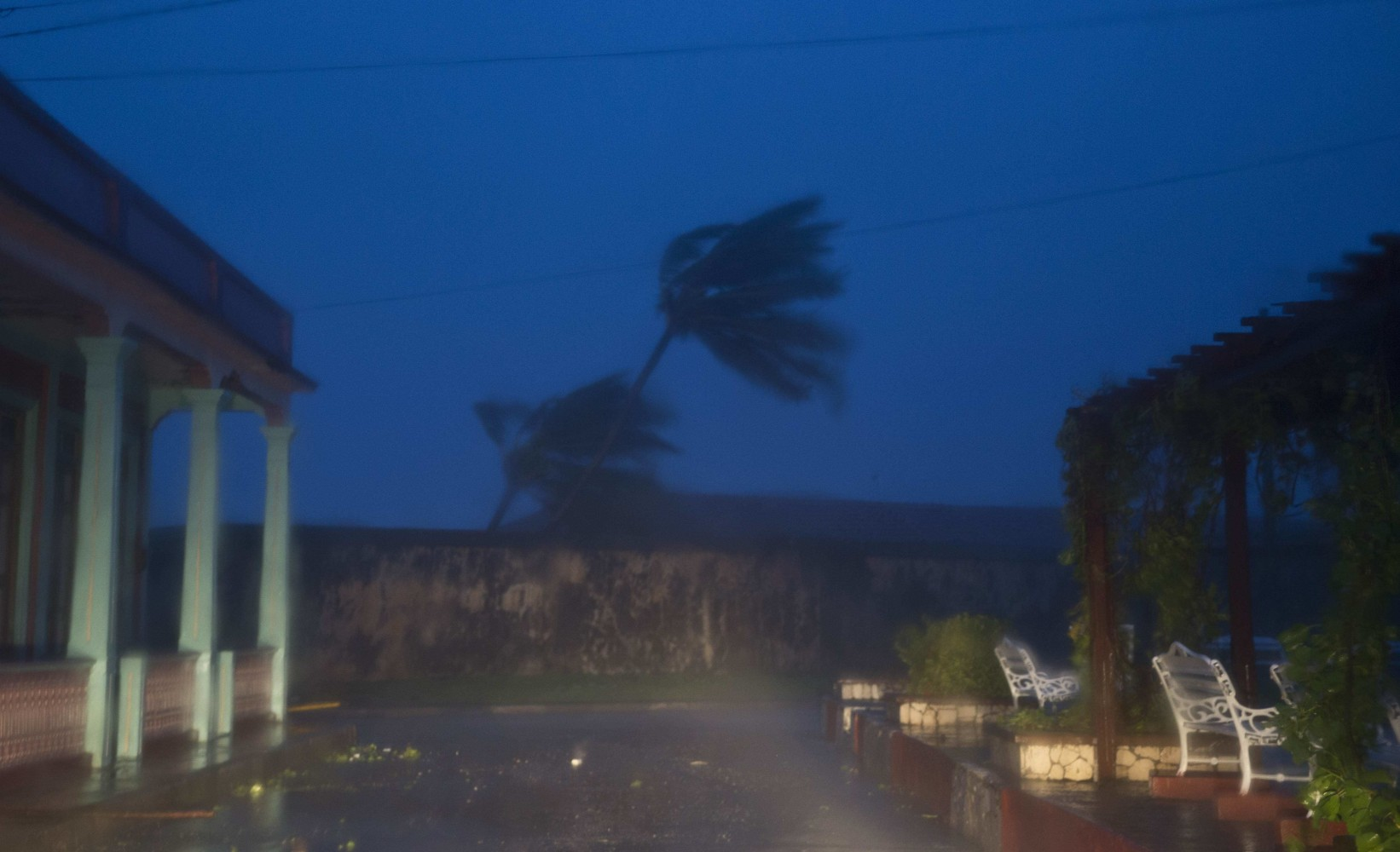 hurricane matthew heads for bahamas after slamming haiti