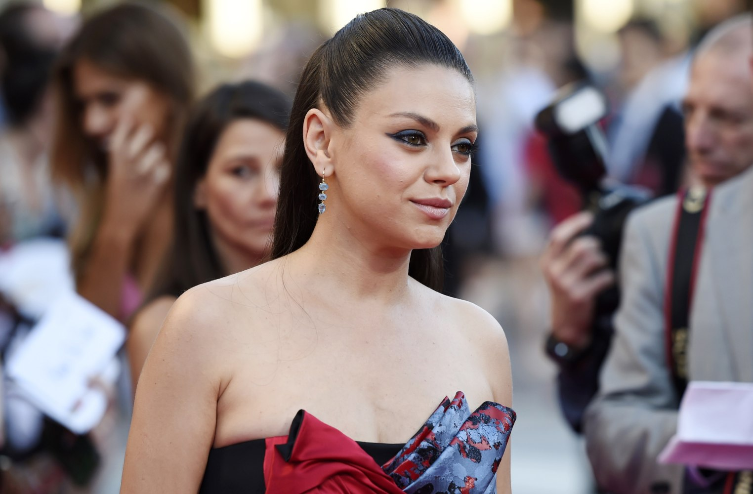 mila kunis exposes hollywood sexism vows to stand up to bias nbc news. Black Bedroom Furniture Sets. Home Design Ideas