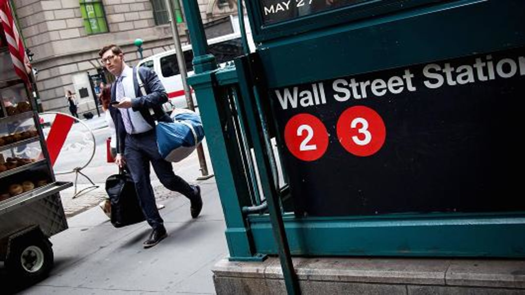 U.S. stocks: Losses in health, energy stocks weigh on Wall Street