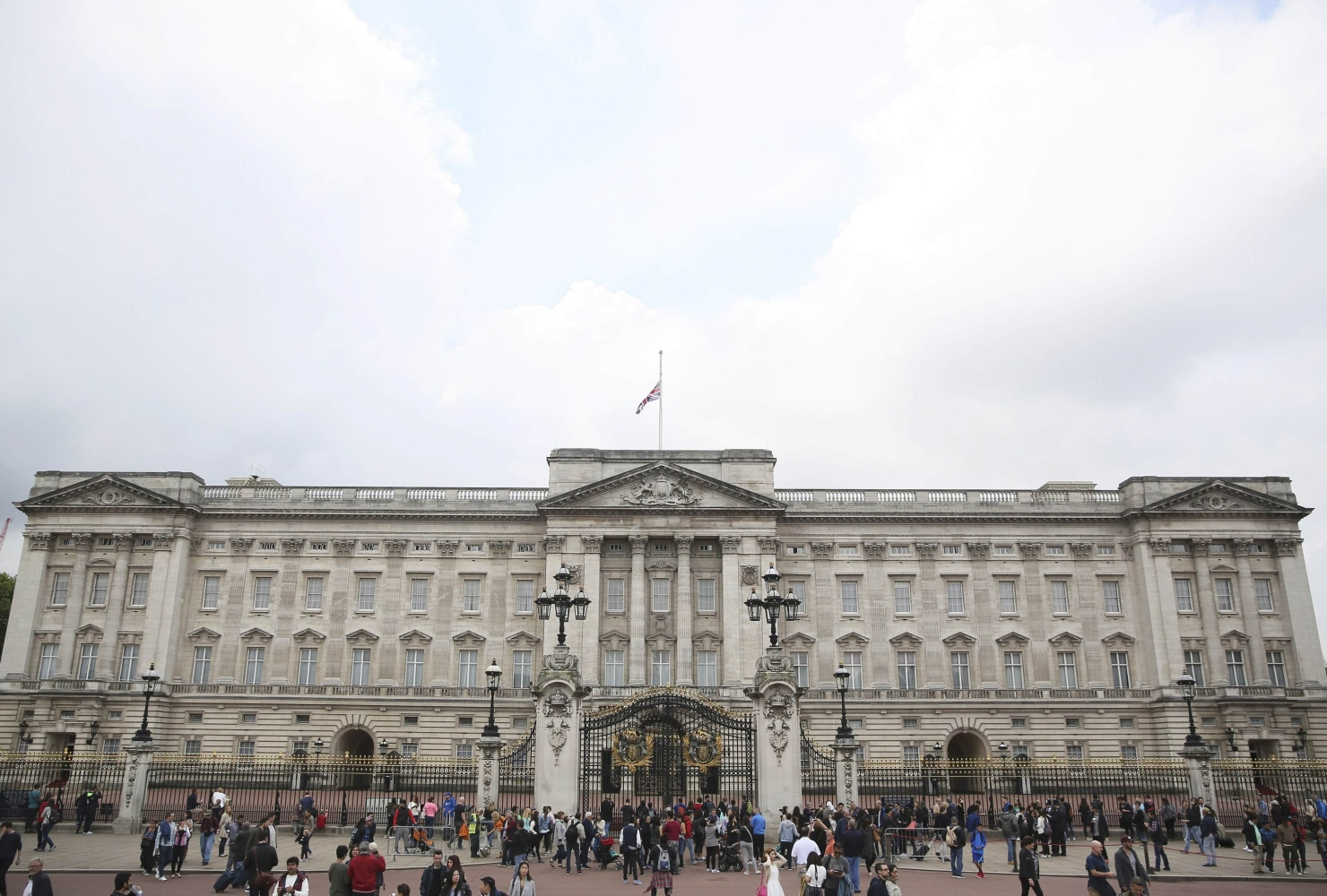 Buckingham Palace Renovation Plan Unveiled With 458