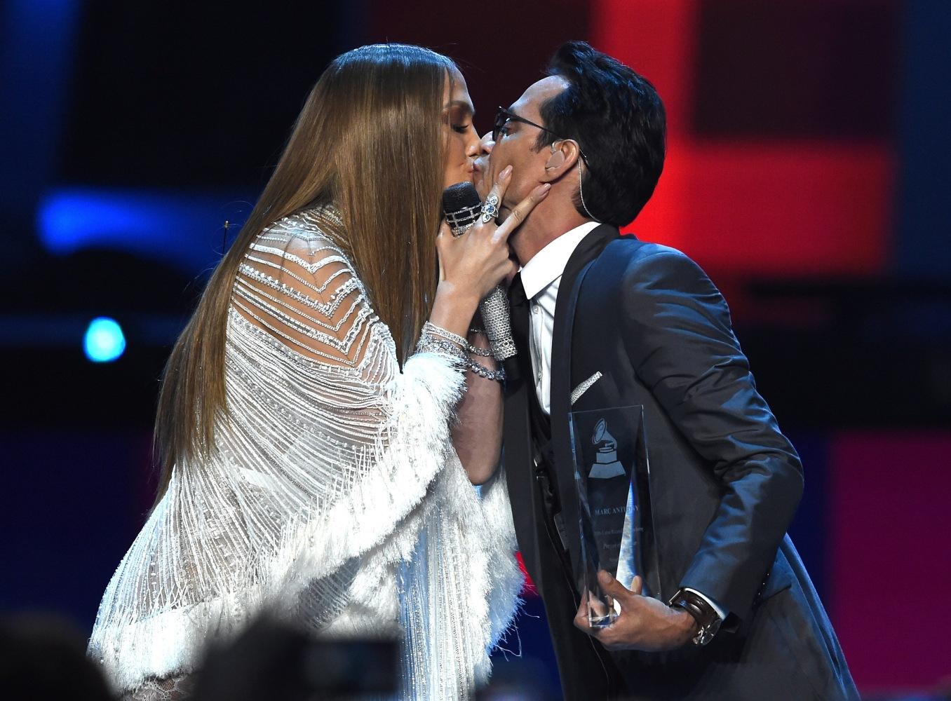 Latin Grammys Win For Shakira And Carlos Vives