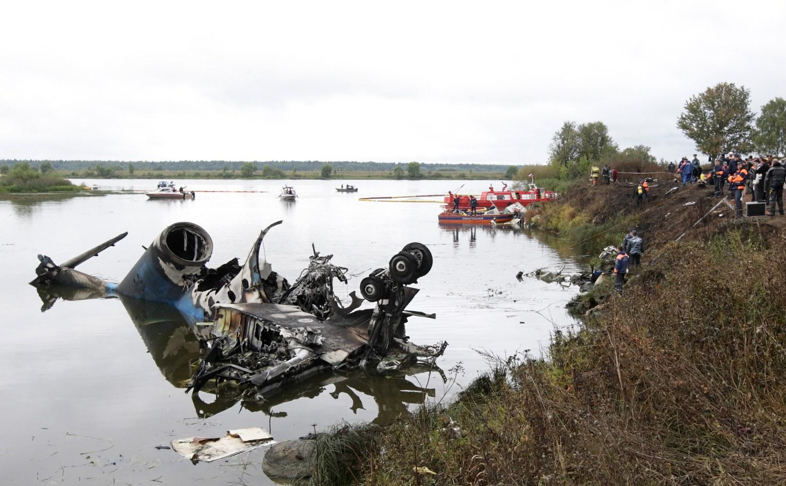 http://media2.s-nbcnews.com/j/newscms/2016_48/1812216/161129-lokomotiv-hockey-team-plane-crash-cr-0500_c00ad59ace2d91dabd3007036b2b4536.nbcnews-ux-2880-1000.jpg