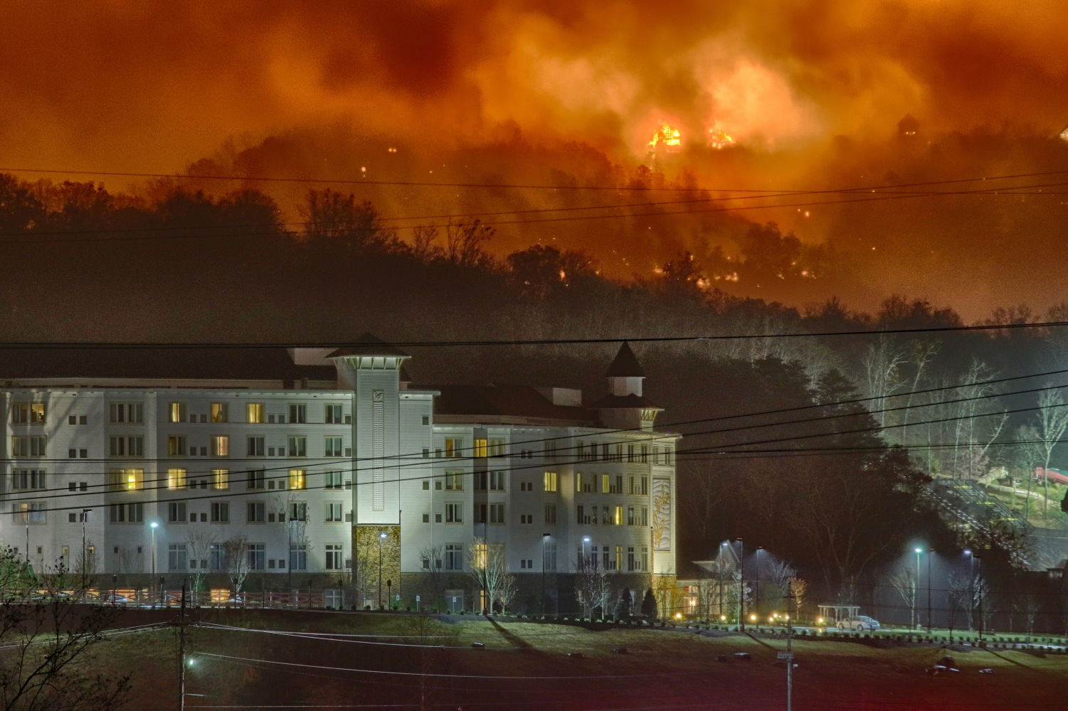 Tennessee Flames Threaten Dolly Parton S Hotel Nbc News
