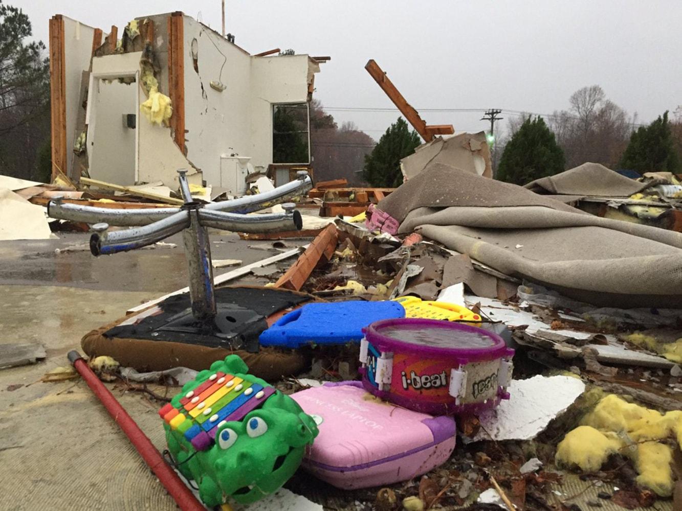 5 Dead Dozens Hurt After Tornadoes Storms Slam Alabama