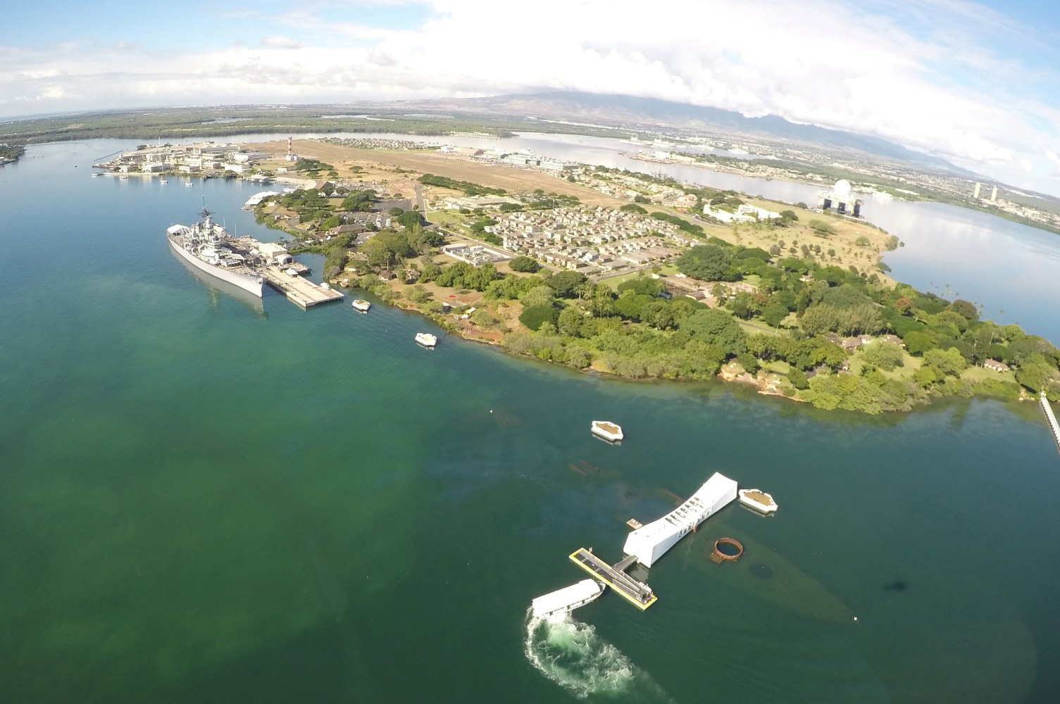 Pearl Harbor  Nation Marks   th Anniversary of Japan     s Attack     Image  The USS Arizona Memorial and USS Battleship Missouri Memorial