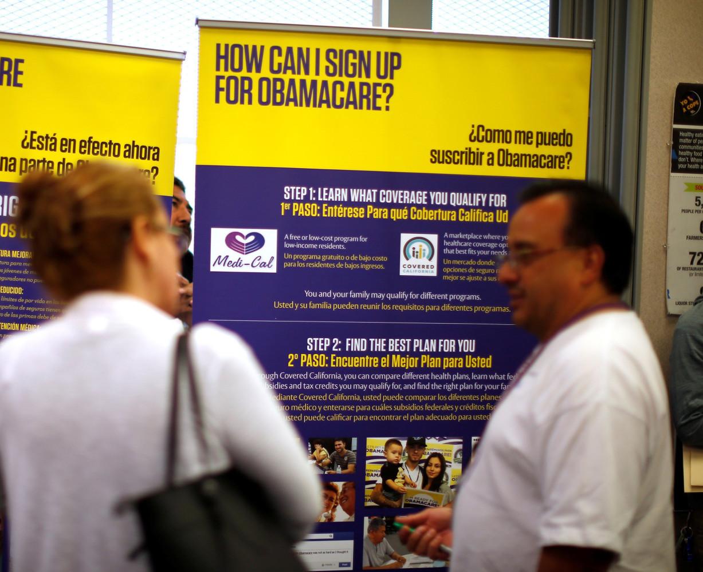 Image File Photo Julian Gomez Explains Obamacare To People At A Health Insurance Enrolment