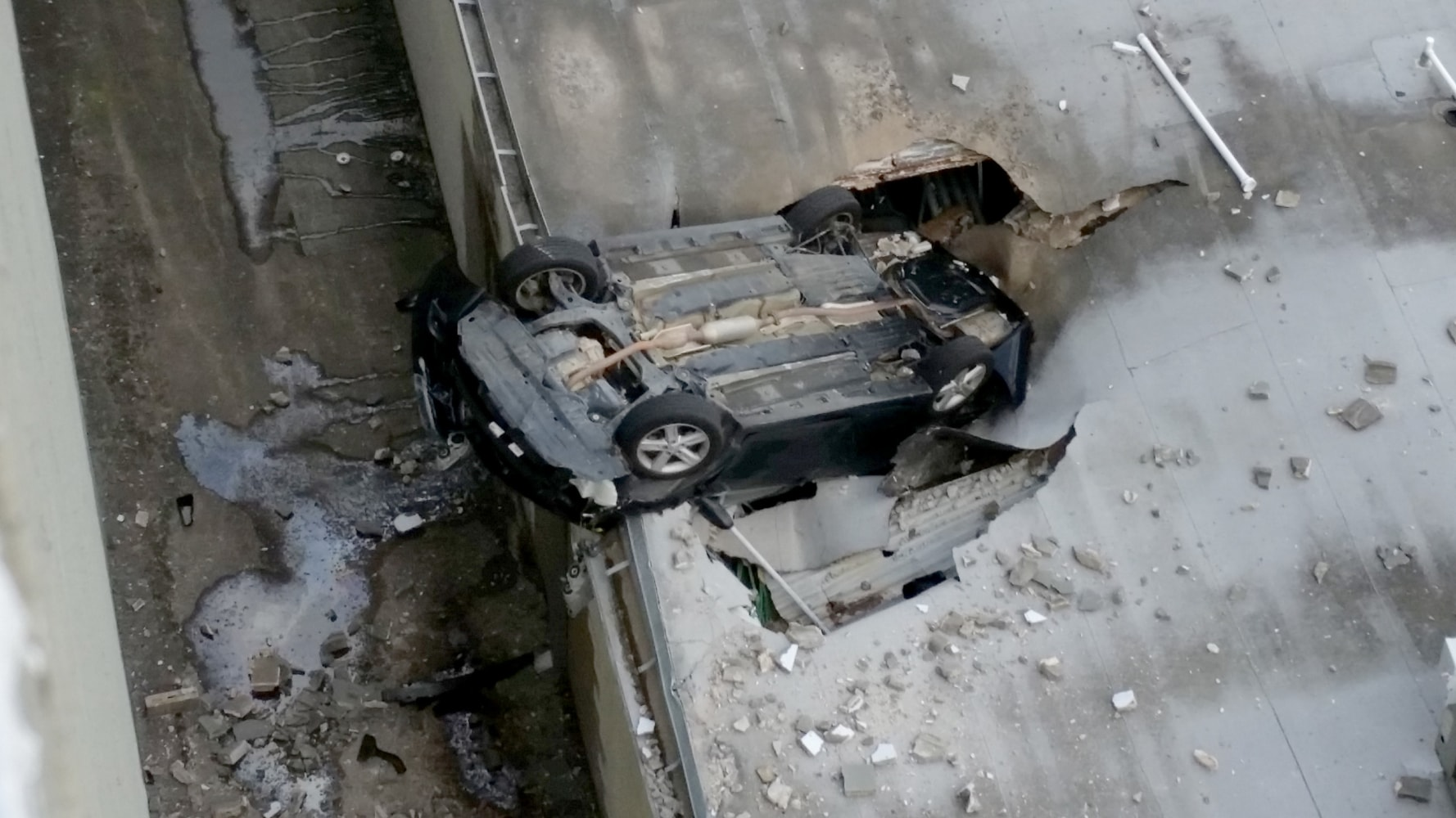 Teen's vehicle plunges off Houston parking garage, lands upside down