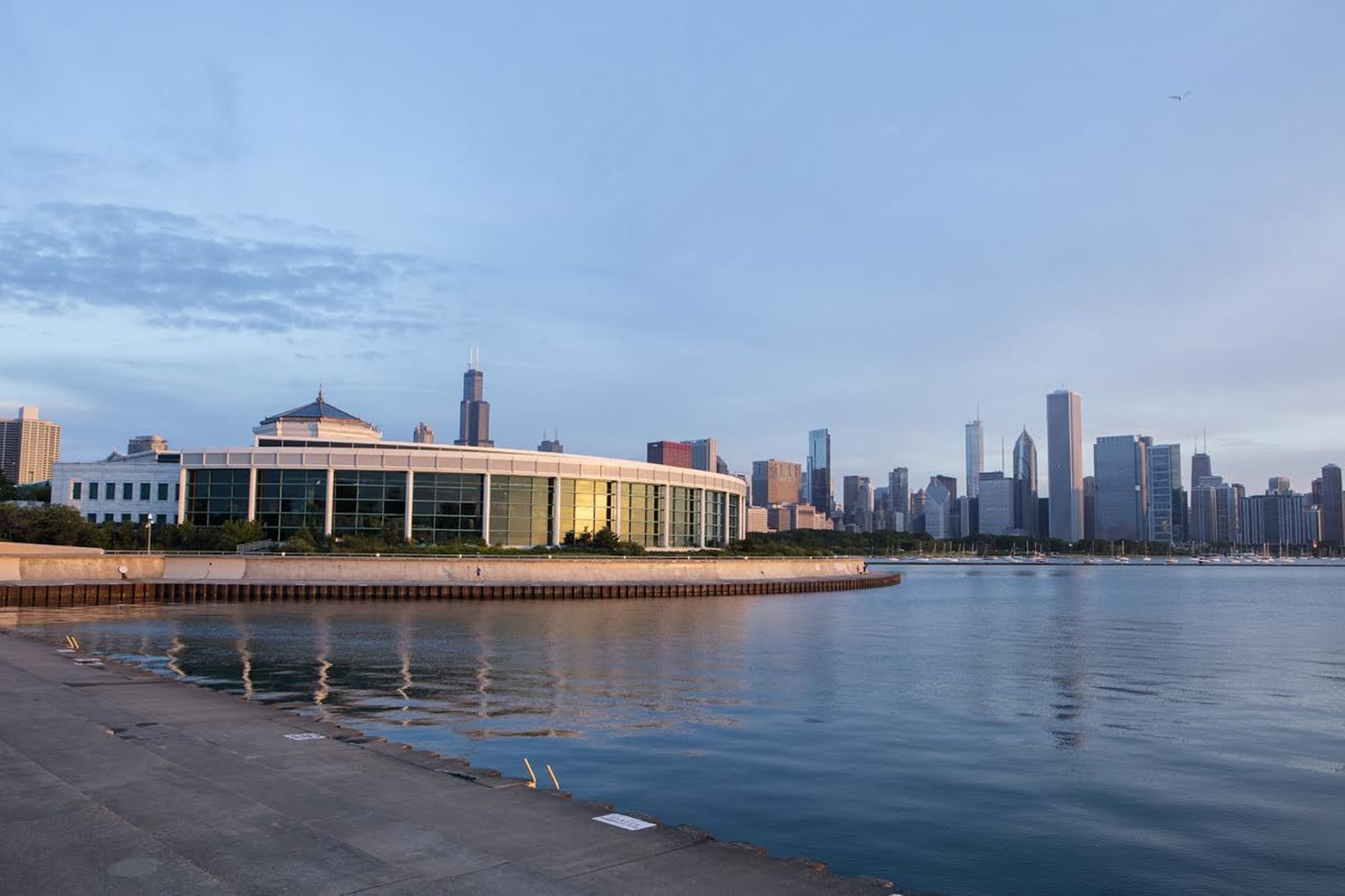 Donuts free museums and room upgrades march travel for Weekend in chicago packages